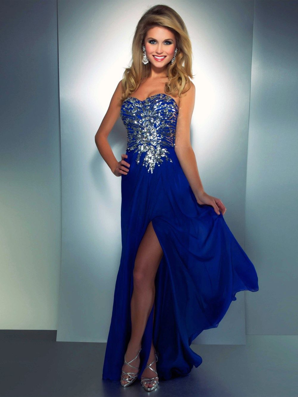 Смотреть платья синего