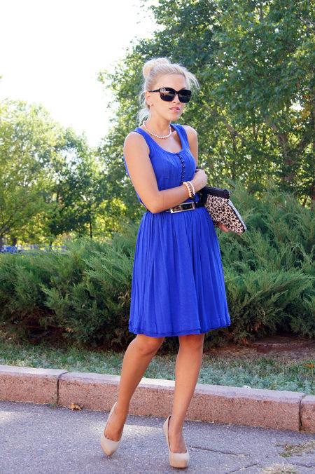 Какие туфли подходят под синее платье