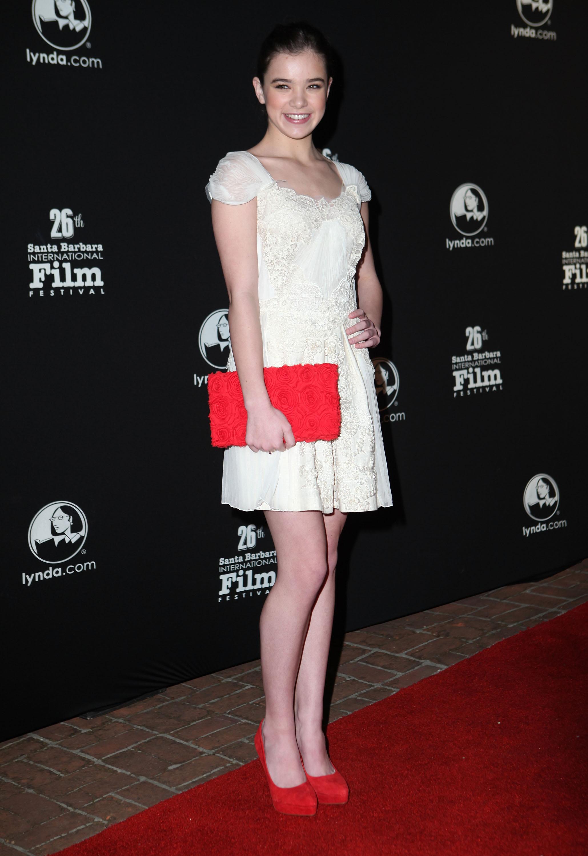 Смотреть Красные туфли и черное платье видео