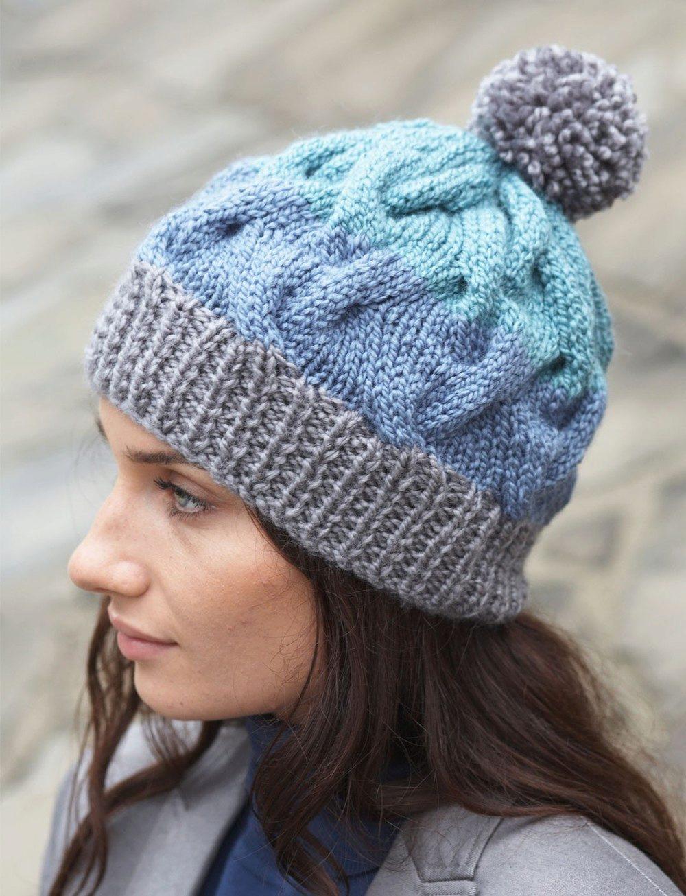 Вязание шапок спицами с отворотом для женщин 27
