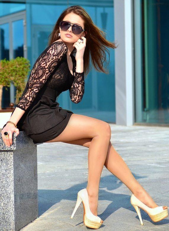 Фото красивых девушек с красивыми каблуками