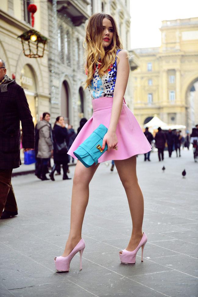 Девушки в розовых туфлях ему