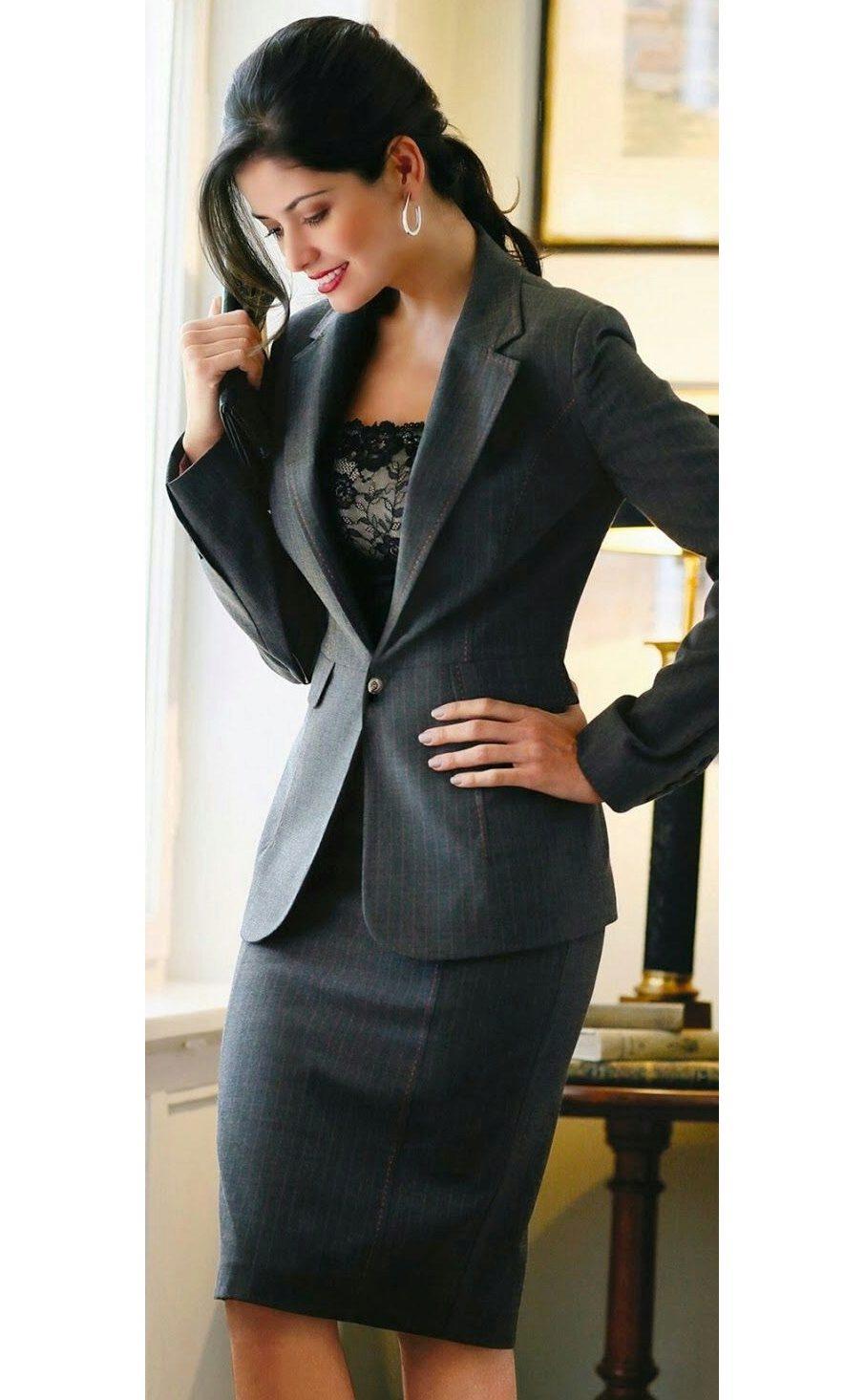 Женский с юбкой черный костюм