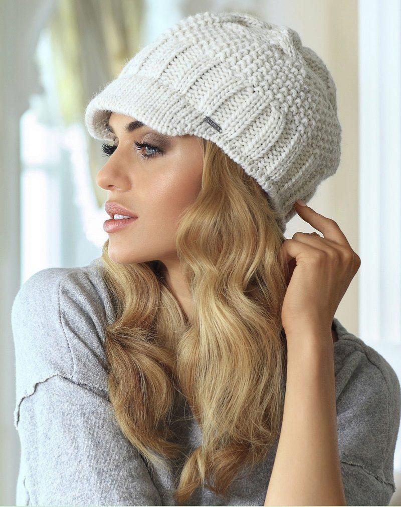 Вязание шапки женской с помпоном