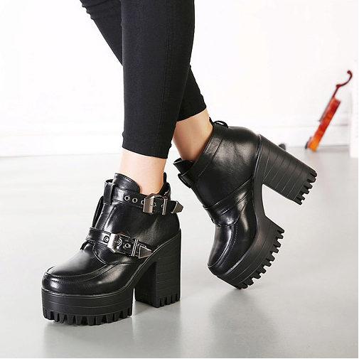 Женщинам с пышными формами обувь на тракторной подошве придаст  дополнительные сантиметры роста и уравновесит силуэт. Только девушкам очень  хрупкого ... b9b7068a9f5fc