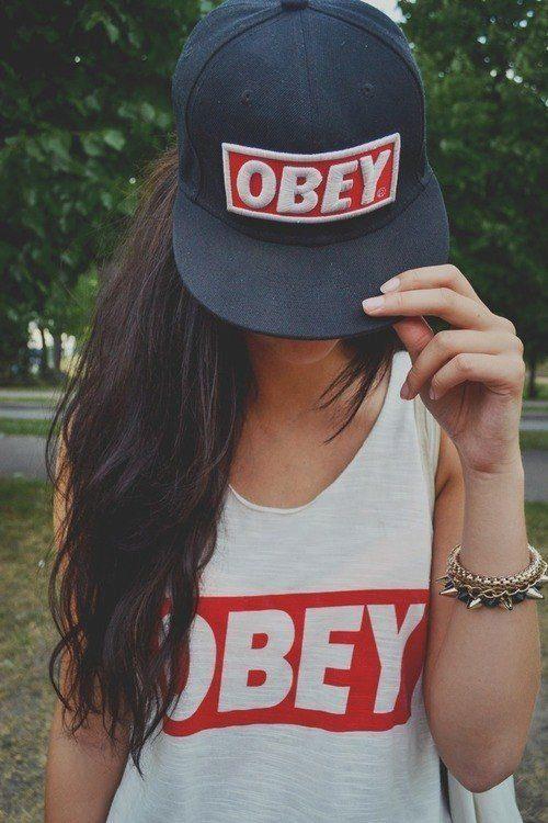 Девушка в крутой кепке фото