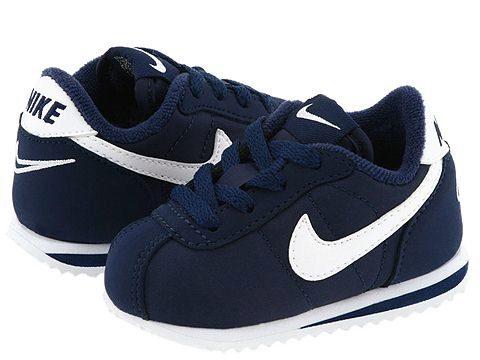 Стелька кроссовок Nike повторяет анатомическое строение детской стопы.  Кроме того, в моделях непременно имеется супинатор – особое утолщение  внутренней ... a9033447b37