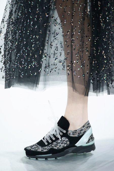 ca34da8c755c Вообще Chanel не специализируется на создании классической спортивной  обуви, но главный дизайнер Лагерфельд не смог побороть соблазна сотворить  женские ...