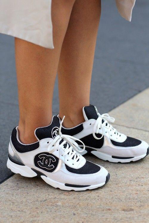 Главное преимущество кроссовок Chanel – то, что они разработаны известным  во всем мире Домом Моды, а это уже гарантия красоты, качества и комфорта. e51fe9c441b