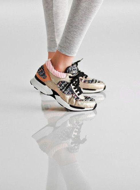 547c566d9746 Это обувь, подходящая для легких спортивных занятий, прогулок и даже  выходов в свет. Кроссовки от Chanel способны внести изюминку и шикарную  нотку в любой ...