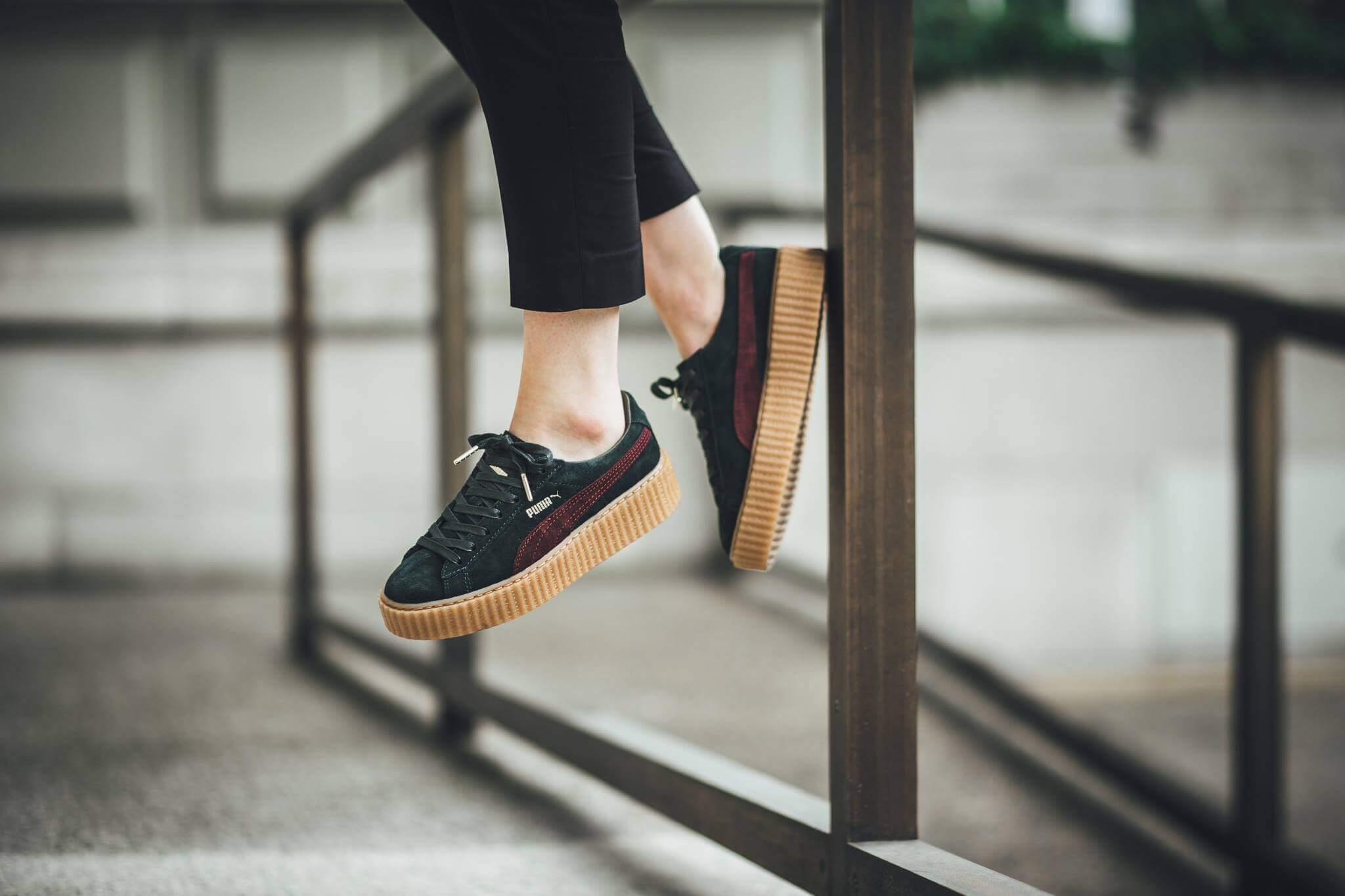 Если описывать кроссовки детально, отметим, что на сзади и боковой части  изделия имеют фирменный логотип PUMA, на язычке же и пятке красуется знак  PUMA ... df3eb850468
