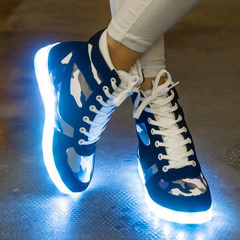 26d785ee Использование подобной подсветки было приемлемо при создании костюмов для  артистов различного жанра, а сейчас такая технология активно используется  для ...