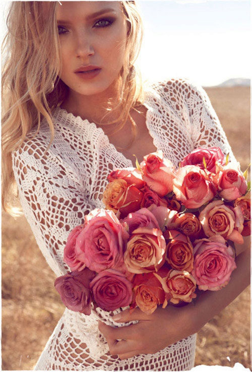 Фото светлых девушек с цветами