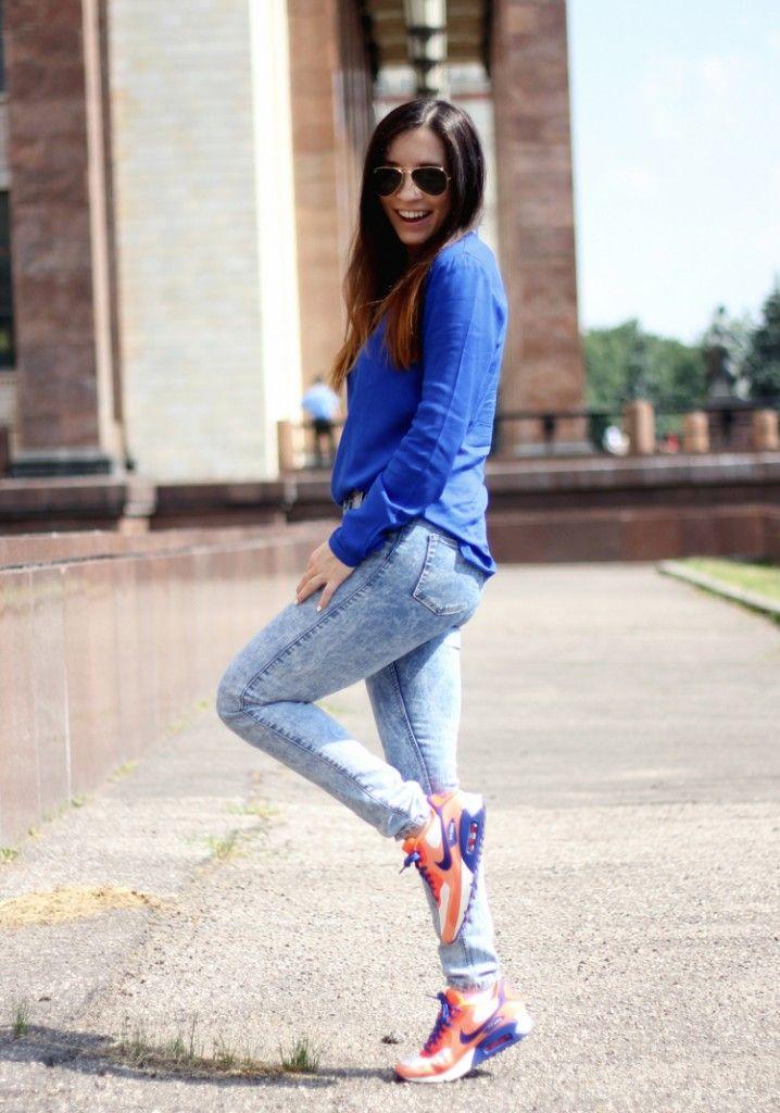 Фото красивых девушек брюнеток в кедах и в штанах — 7