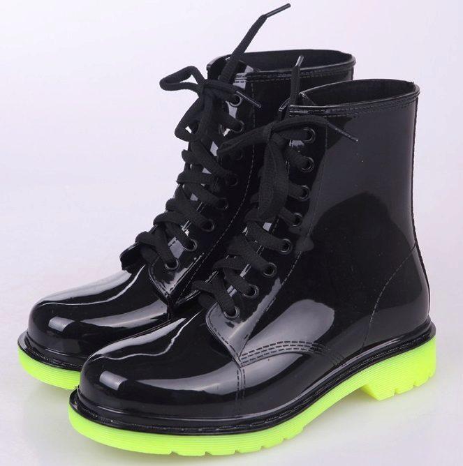 cf7394272 И если ещё совсем недавно резиновые сапоги были грубыми и не имели различий  по половому признаку, то сегодня женские ботинки из каучука выделяются  яркими ...