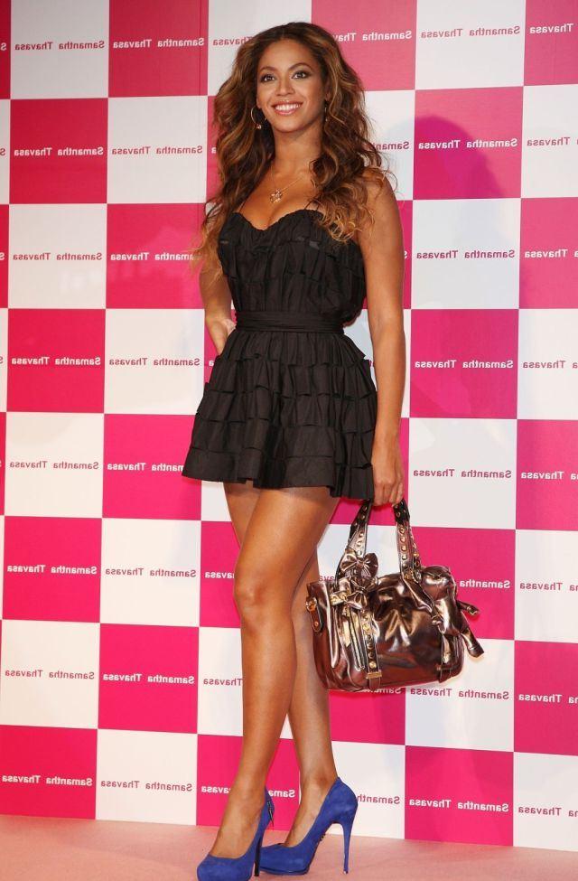 Бирюзовые туфли и черное платье фото