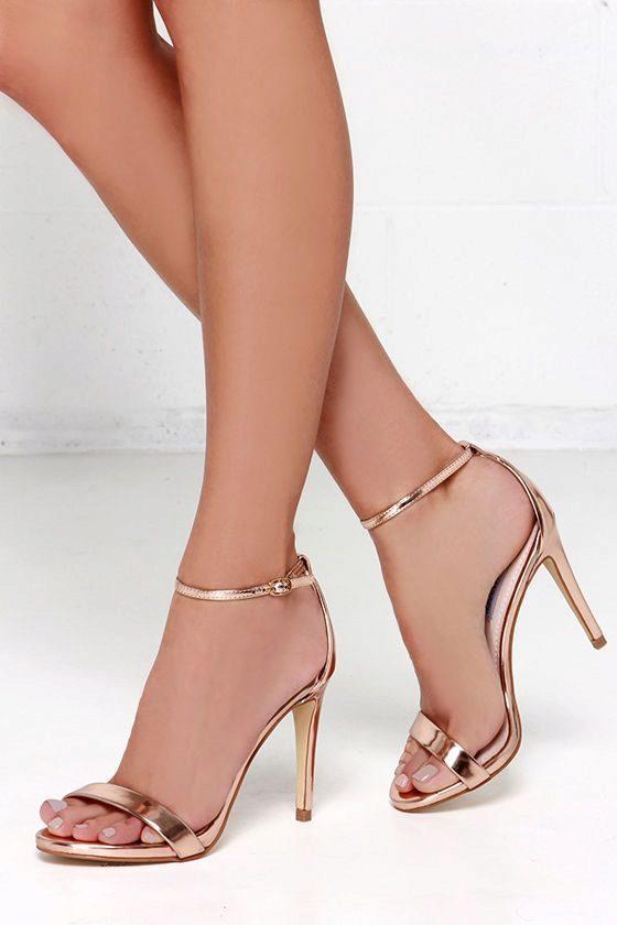 Сексуальные женские ножки ножки в обуви и без