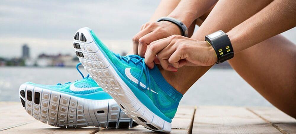 1d501e91 По весу кроссовки с амортизацией не должны быть тяжелыми. Подошва должна  легко гнуться и иметь прочное крепление на каркасе.