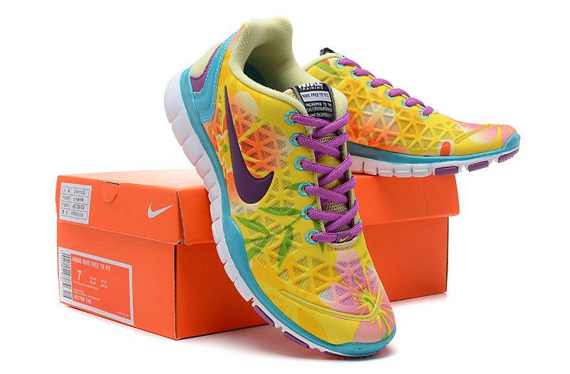 1cc7e1a7 Главный конкурент Nike не отстает от своего соперника и представляет эту  замечательную модель летней спортивной обуви. Верхняя часть кроссовка ...
