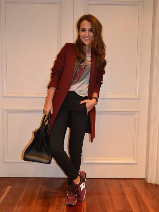 Кроссовки бордового цвета с чем носить