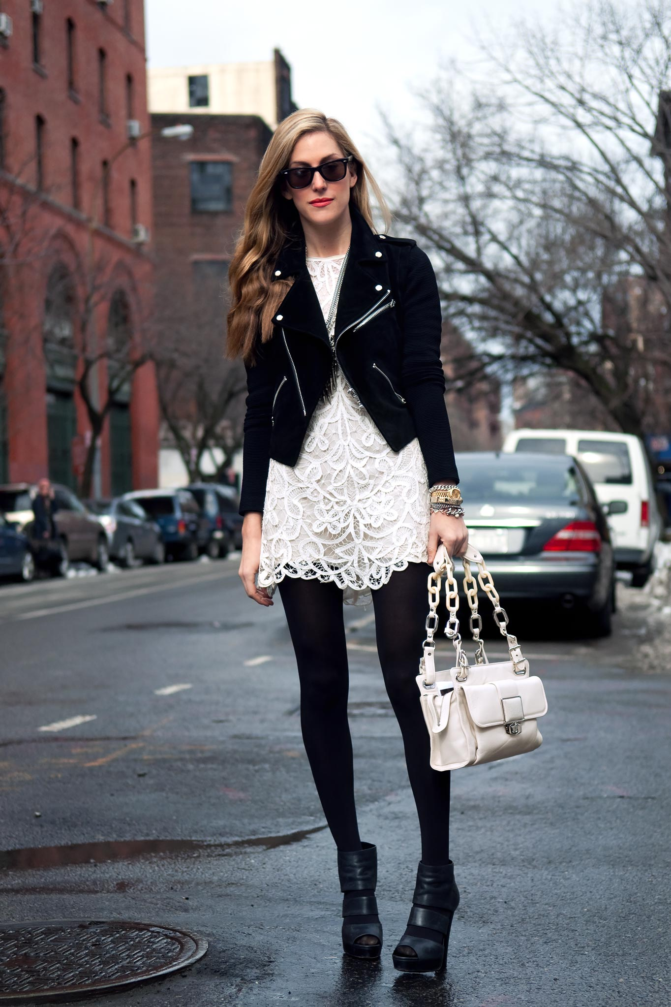 С чем одевать белое платье с черным кружевом
