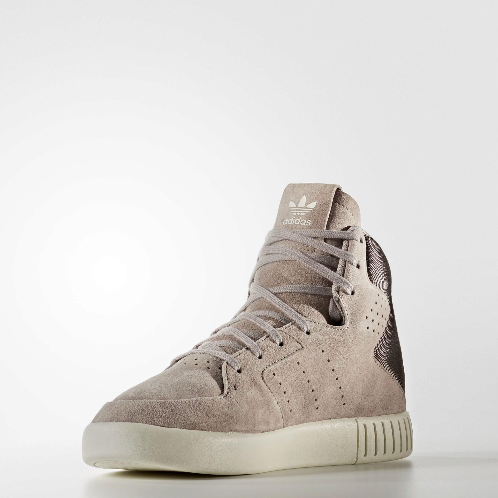 f46701aa Многие покупатели отдают предпочтение именно этому бренду, поскольку кроссовки  Adidas не промокают, отлично пропускают воздух, создавая максимальный  уровень ...