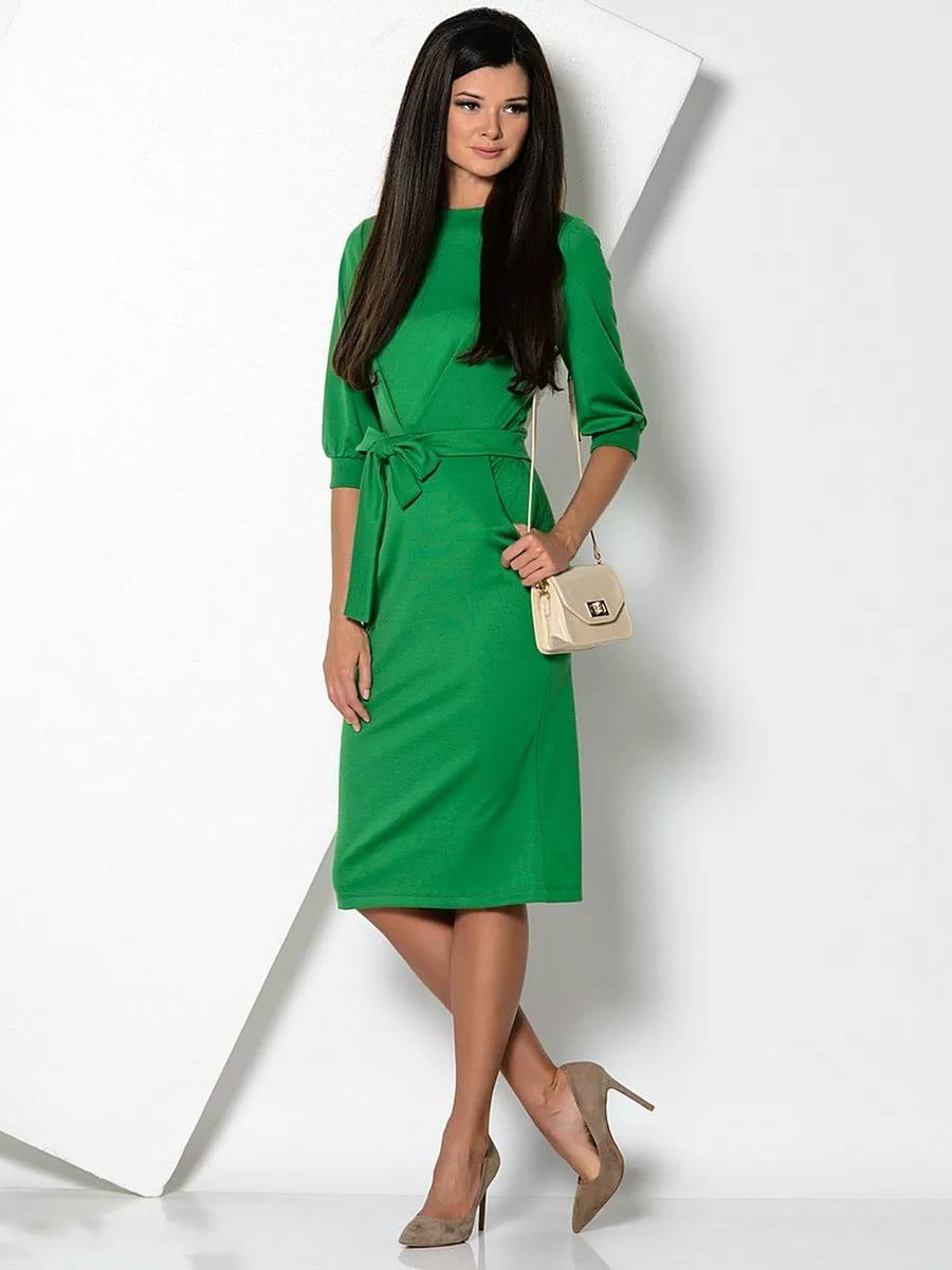 Красные туфли с зеленым платьем