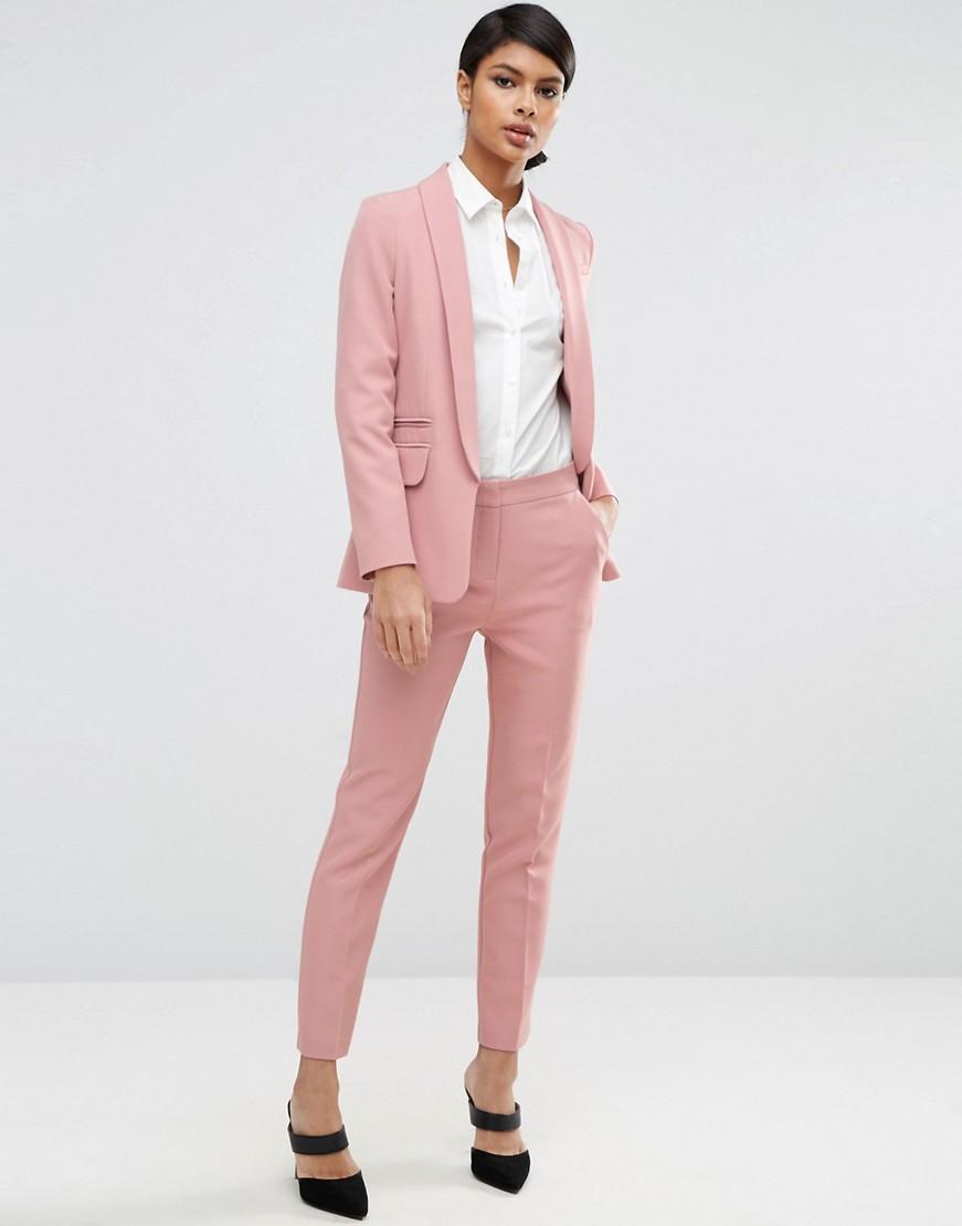 Пыльно-розовый цвет в одежде