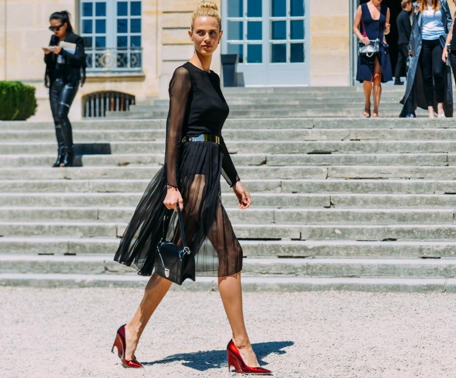 096b6752e10 С чем носить красные туфли (67 фото)  с чем надеть туфли 2019 на ...
