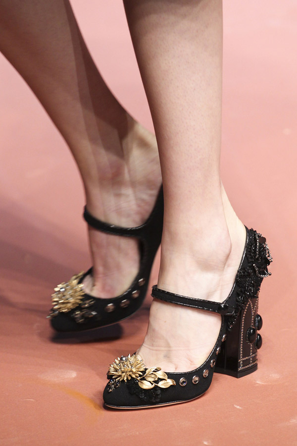 a4ed63213 И мало кто воспринимает туфли как некий предмет роскоши. Мы подобрали  несколько самых удивительных и дорогих туфель в мире, которые подойдут  исключительно ...