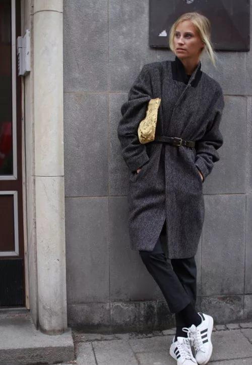 90b4c4ee58c ... нас постоянно окружают и прочие стилизации под тренировочный образ  жизни. Женское пальто не стало исключением из списка адаптируемых типов ...