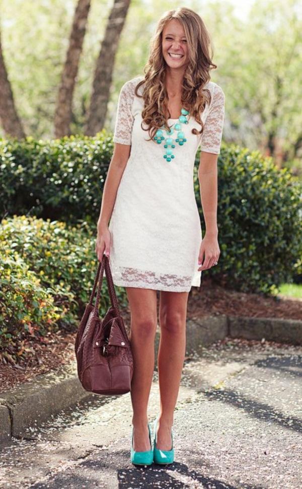 Белое платье с кружевом с чем носить