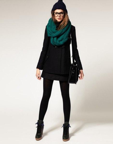 9184f8d3301 Зеленый шарф особенно популярен в этом сезоне. В моде самые разные оттенки  цвета  от бледно-салатового до глубокого изумрудного.