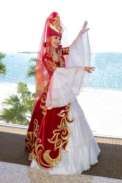 095450240fe Казахский национальный костюм (68 фото)  женский традиционный костюм ...