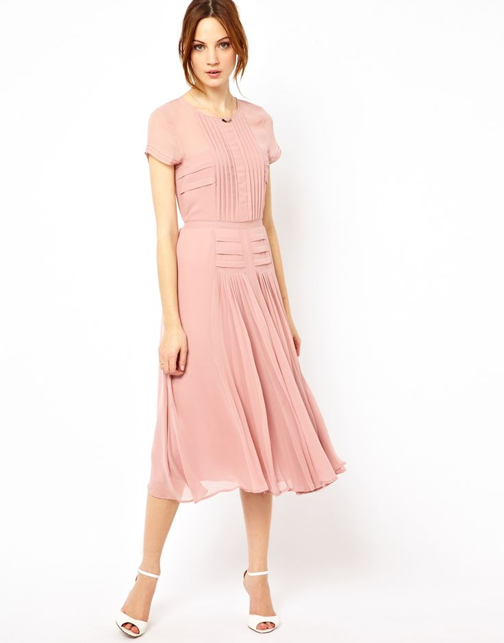 Какого цвета туфли подойдут к розовому платью