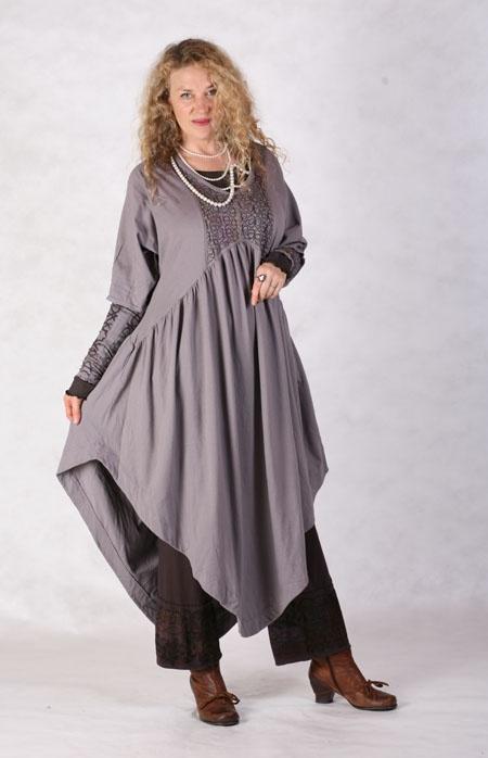 0a82b2d9afb9 Отличным решением считается этот стиль для полных дам, так как дает им  возможность носить удобную одежду, чувствуя себя при этом стильно и  уверенно.