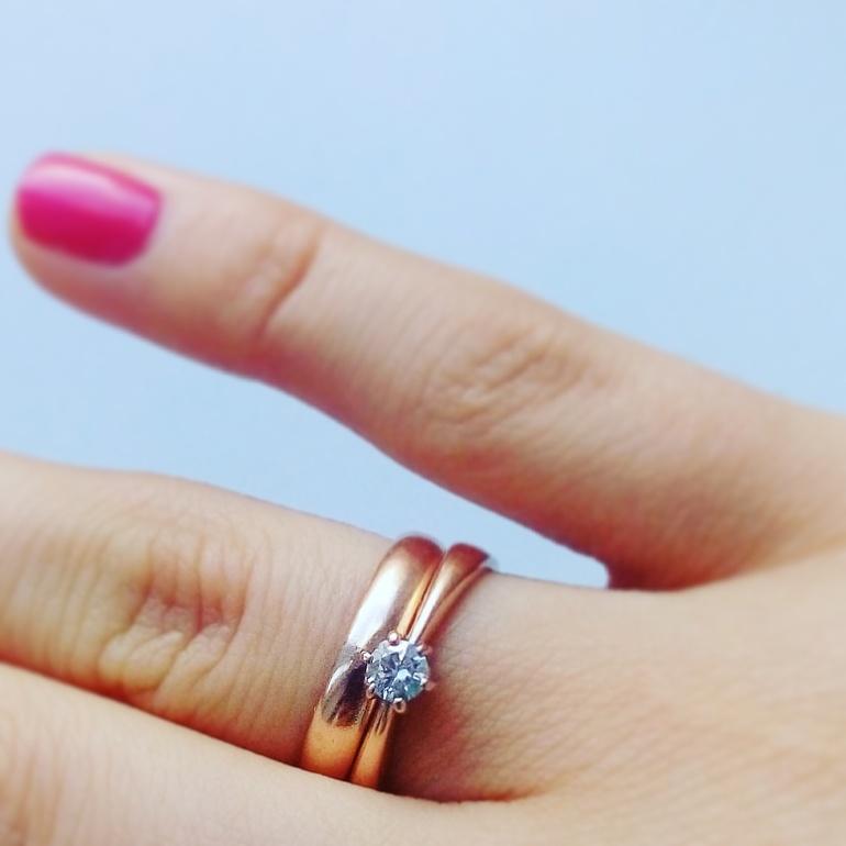 Обручальные кольца являются неотъемлемым атрибутом любой свадьбы. К их  выбору молодожены подходят особенно, ведь именно это украшение будет  сопровождать их ... ea512552ece