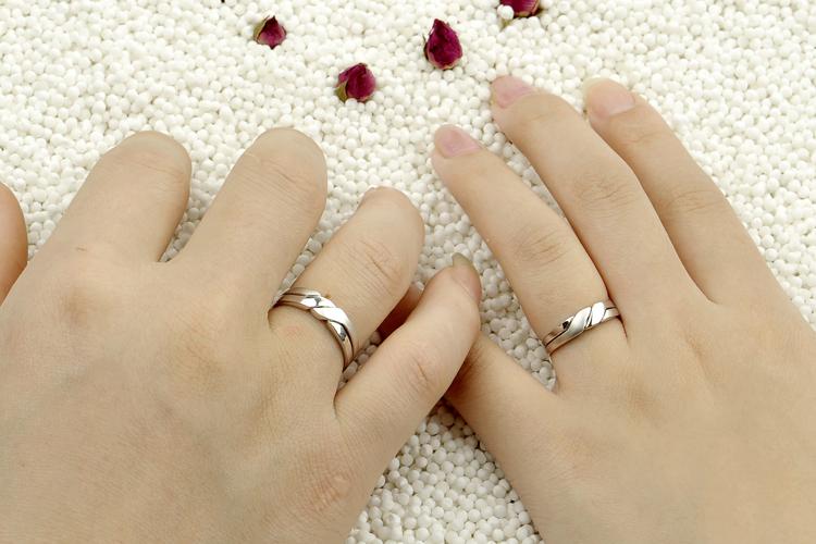 Кольцо на серебряную свадьбу на каком пальце