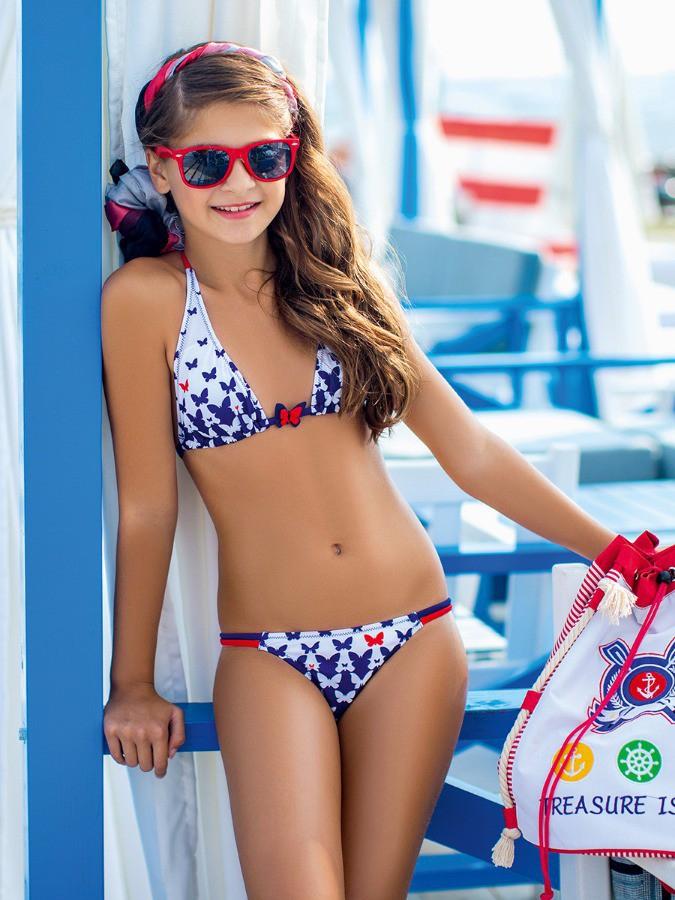Фото на пляже в купальниках подростков