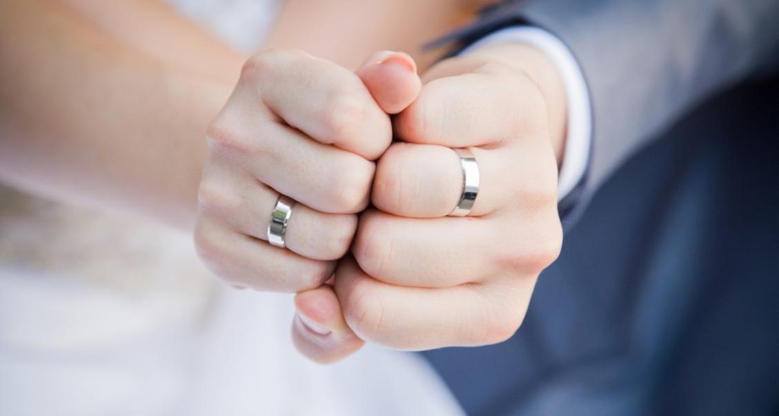 Обручальные кольца являются неотъемлемым элементом бракосочетания. Сегодня  существует огромный выбор разнообразных изделий на любой вкус. dc0a472c0a0