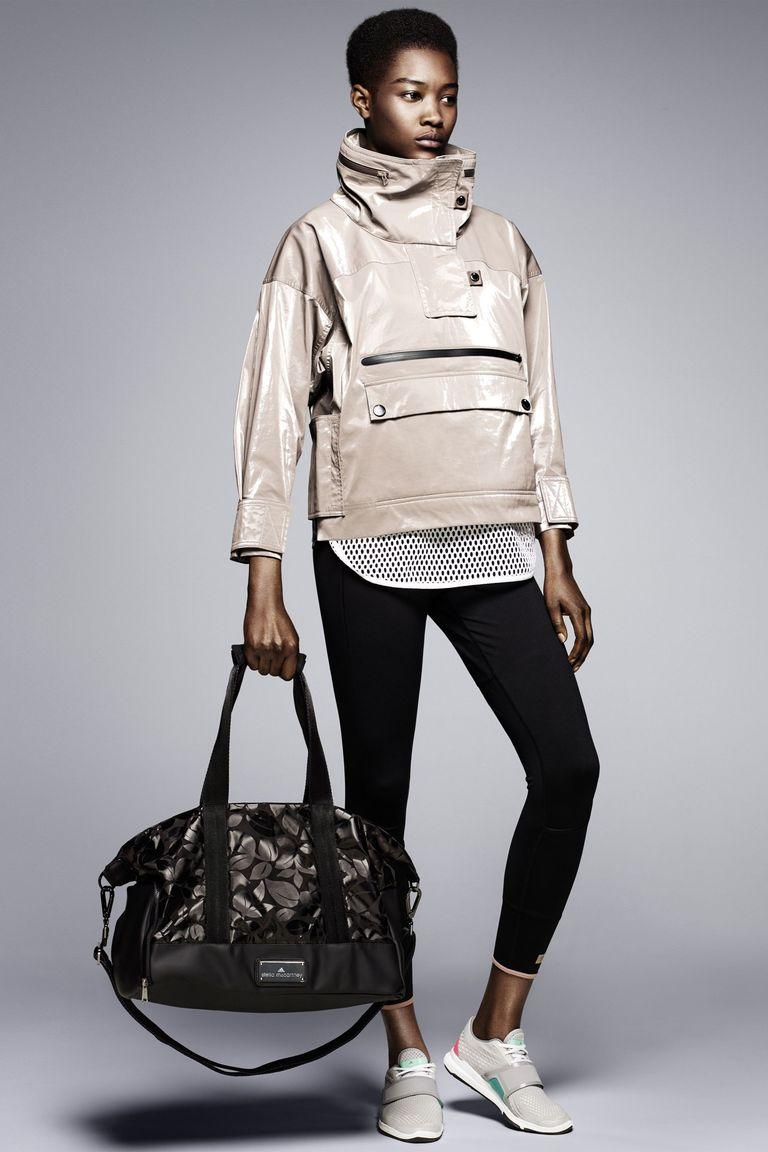 facb5e3ee1c8 В каталог продукции Adidas by Stella McCartney входит одежда и аксессуары  для большого количества видов спорта, занятий йогой и просто активного  образа ...