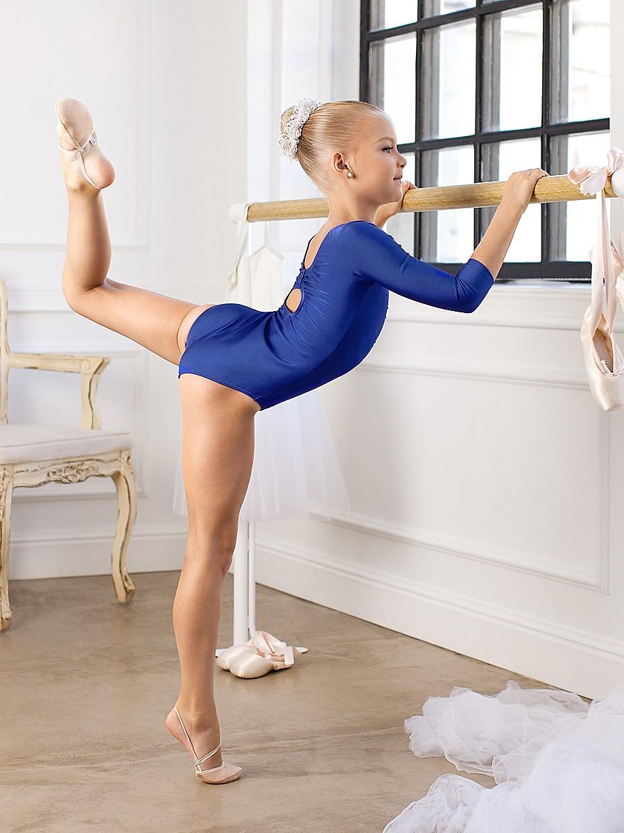 Красивая молодая гимнасточка без костюма, русские любят кончать