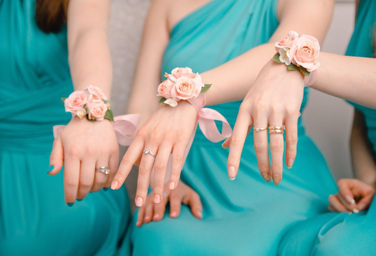 Украшения на руку для подружек невесты своими7