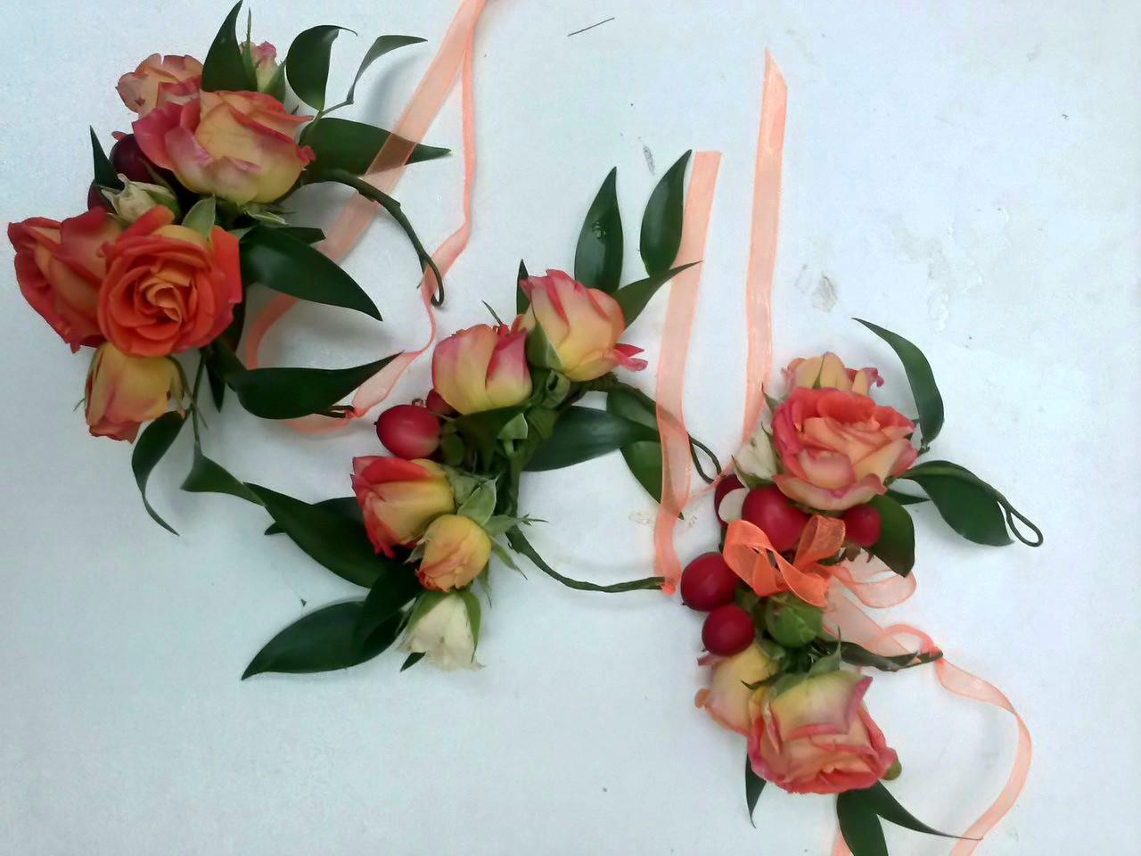 Искусственные цветы на руку фото