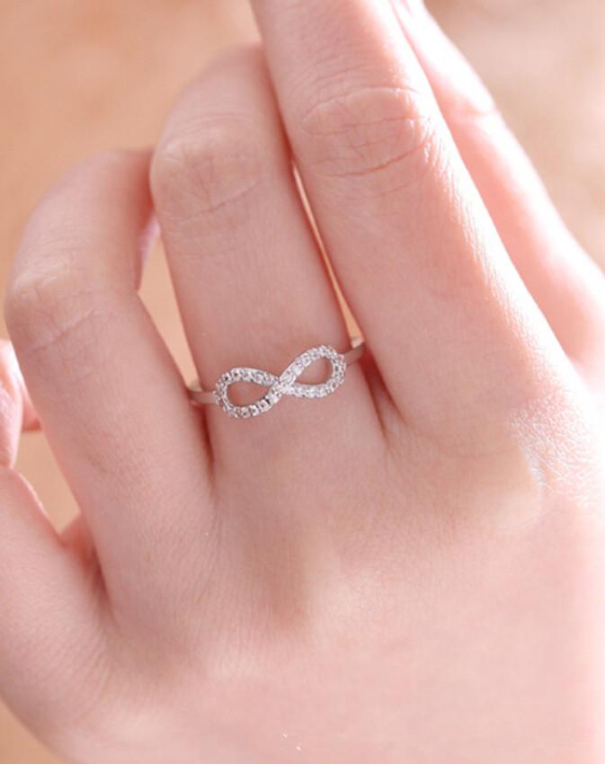 Фото кольцо бесконечности с знаком