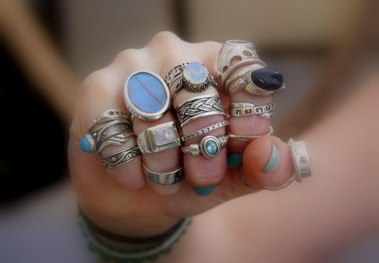 На каком пальце носить кольцо (115 фото): можно ли носить кольцо на фаланге большого пальца, значение кольца на мизинце