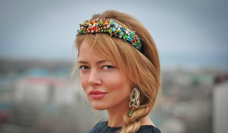 obodok-dlya-volos-68 Ободок для волос (133 фото): канзаши, красивые модели на голову с камнями, из бисера и бусин