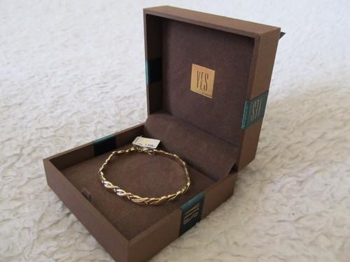 Золотой браслет как подарок на новый год