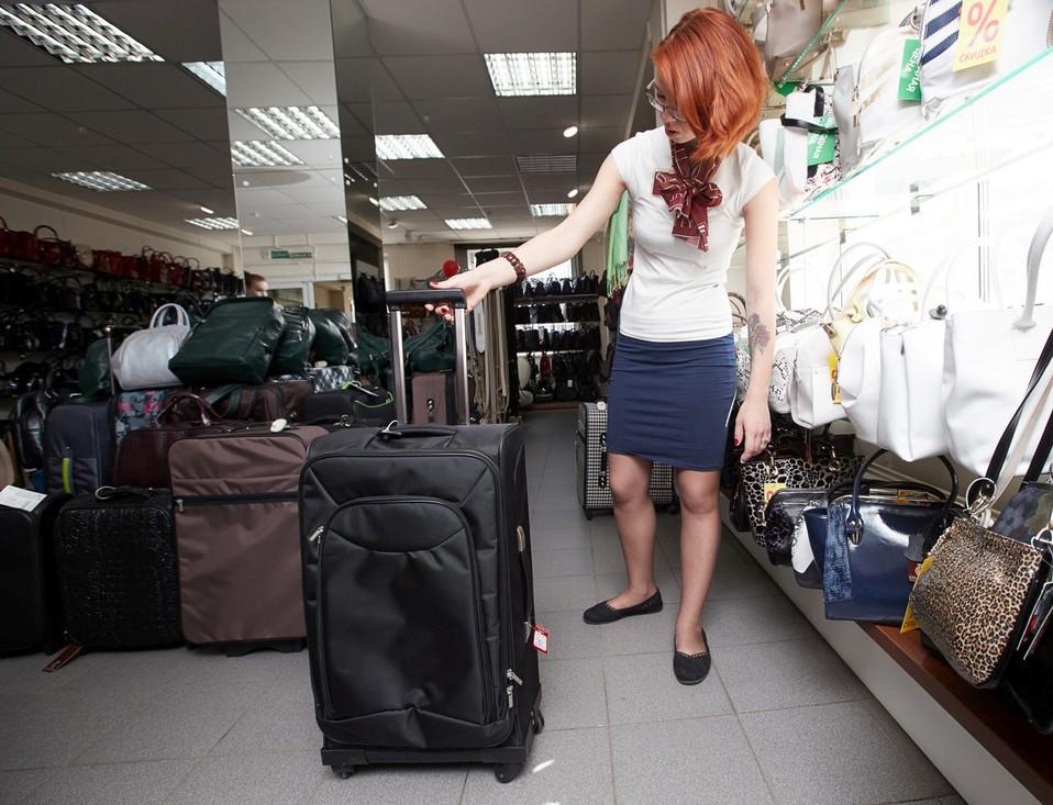 30234eca8088 Носить багаж в руках очень неудобно и тяжело, поэтому отменным выбором  являются дорожные сумки на колёсах.