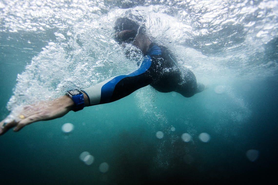 Фитнес-браслет для плавания (28 фото): водонепроницаемые умные модели для бассейна российского производства